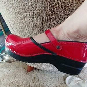 Pretty red Dansko shoes size 9 (39)- New!